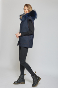 Gilet in denim con interno in castorino e bordo cappuccio in marmotta